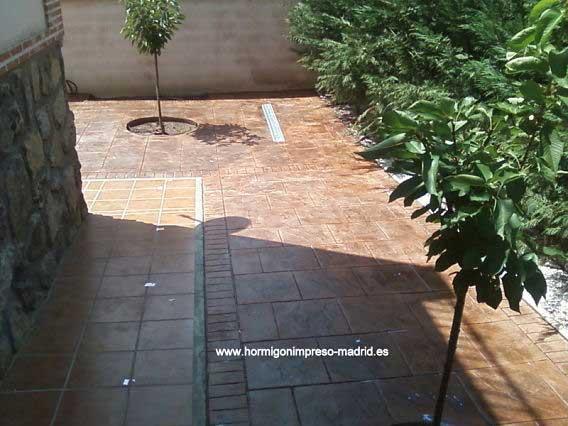 Hormigón impreso Arganda del Rey Madrid patio de piedra inglesa